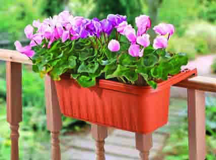 Adjustable_railing_planter